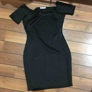 Fin offshoulder klänning. Aldrig använd