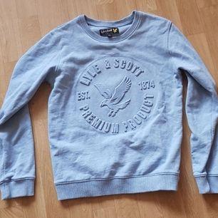 En liten tröja för en 10-13 åring i gott skick.