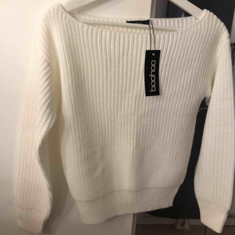Stickad tröja från Boohoo aldrig använd  Storlek S men ganska liten så passar XS också . Stickat.