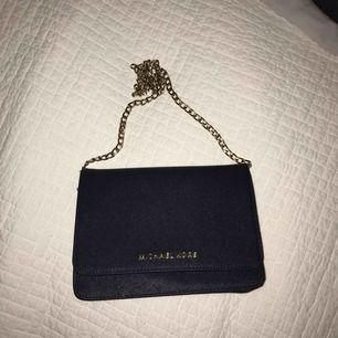 En Michael Kors väska i bra skick, använt några gånger. Pris kan diskuteras, frakt i priset.
