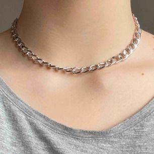 Kortare silvrigt kedje-halsband 🖤