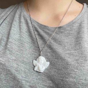 Silverfärgad kedja med en ängel! 🤍🤍