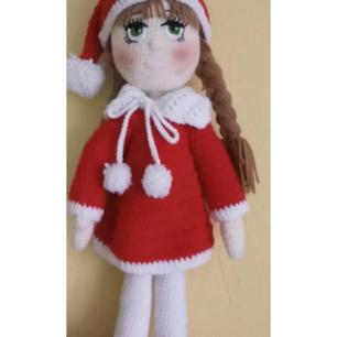 Super söt handgjord docka! Funkar till julklapp eller till dina barn. Egengjord.