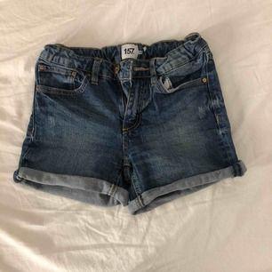 Denim shorts Använda fåtal gånger, alltså bra skick