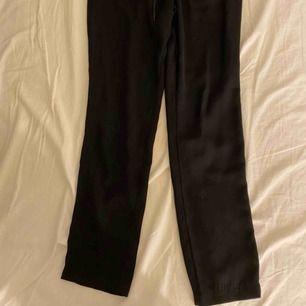 Svarta kostymbyxor från Gina  Bra skick