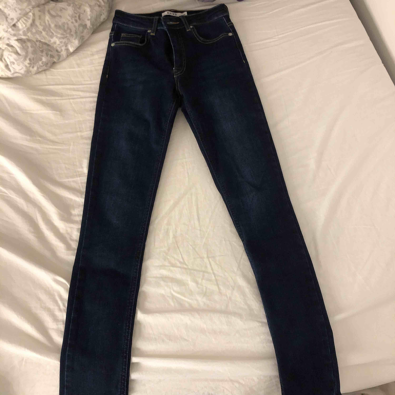Jeans från nakd Använd fåtal gånger, alltså väldigt bra skick. skicka för fler bilder. Jeans & Byxor.