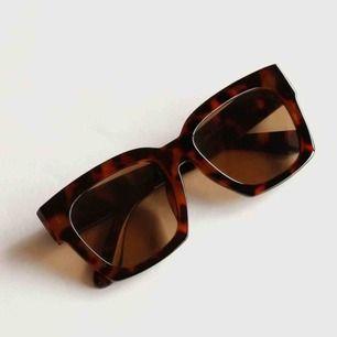 Säljer mina oanvända solglasögon
