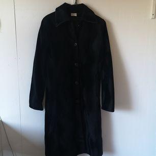 Fin lång svart kappa från dothes, som ny!