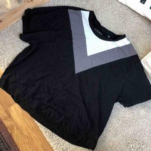 Snygg oversized t-shirt, köparen står för eventuell frakt💕