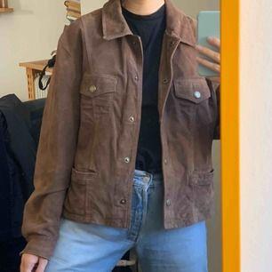Mockajacka köpt vintage, står XL men sitter oversized bra på mig med S! Frakt på ca 63-95kr  ingår i priset