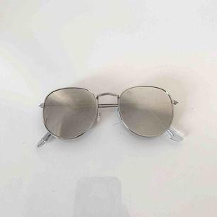 Solglasögon 🕶 ⚡️🌞