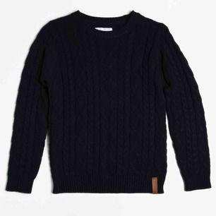 Fin blå stickad tröja från Lager157