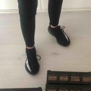 adidas yeezy skor, storlek 36, super sköna och ser exakt ut som äkta
