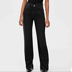 Säljer dessa jeans med slits från pull&bear, slutsålda och mkt populära, men kommer ej till användning :(