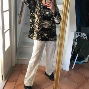 tiger print velvet shirt, i'm 164cm and delivery is not included