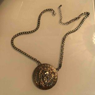 Ett fint guldhalsband. Frakt tillkommer för köpare.