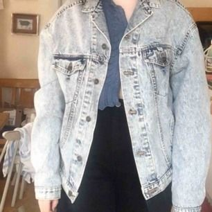 En skitball oversized jeansjacka i washed denim. Den är i svinbra skick då jag bara använt den en gång 💗