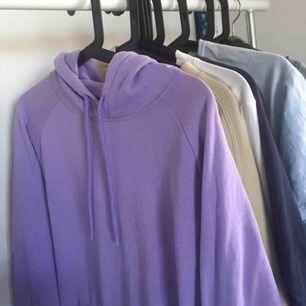 Super fin ljus lila hoodie köpt här på plick och använd ca 3 ggr, ny skick alltså inga noppror eller fläckar! Frakt tilkommer <3