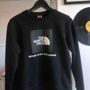 Helt oanvänd tröja från The North Face. Strl 152, men passar XS/S. Säljer pga att jag inte använt den & ej gick att lämna tillbaka. Lappen sitter kvar & kvitto finns.