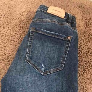 Jeans från stradivarius använda fåtal gånger! Formar kroppen jätte fint