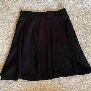 Basic svart kjol från newyorker, använt skick