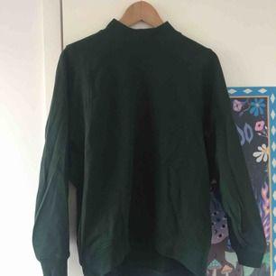 Mörkgrön mjuk hoodie från Monki 🌷