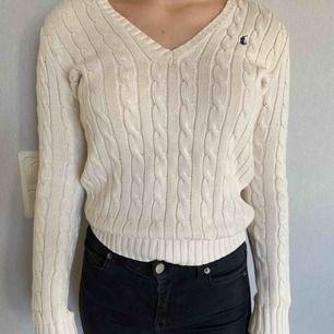 +frakt Jätte skön och snygg tröja från Ralph Lauren. Stickad men inte stickig och fin, nypris över 1000 kr. Inte så använd och är helt fläckfri och i bra skick. Tjockt material som inte är genomskinligt