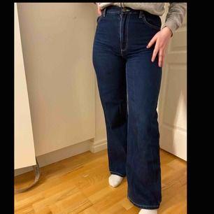 Snygga jeans från Monki, för små för mig, jättebra skick o allt!!!💕💕💕
