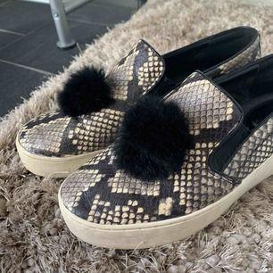 Skitsnygga skor ifrån Michel kors🙌🏽❤️❣️😁 säljer pga för små!! Billigt pris i hopp om snabb affär och lite sliten sula som ni även ser på bilderna😌