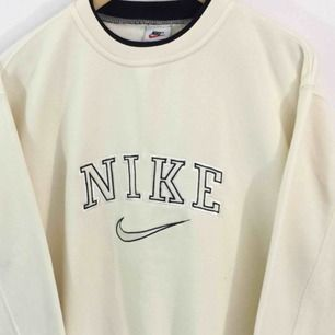 Söker vintage 90s nike sweatshirts i storlek S-XXL. Pris är olika beroende på skick osv. Hör av dig om du är intresserad av att sälja🥰