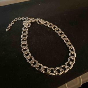 Aldrig använd, ifrån h&m, silver kedja, frakt ingår i priset