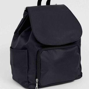 Hej!   Säljer denna fina ryggsäck från ASOS design som just nu är slutsåld på hemsidan. Den har tyvärr aldrig kommit till användning och är precis som ny :)