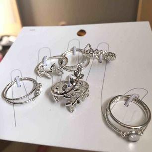 Helt nya super fina ringar ifrån H&M som tyvärr är för stora för mig! Aldrig använda, helt oöppnade.