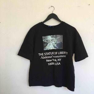 Svart graphic T-shirt från Zara