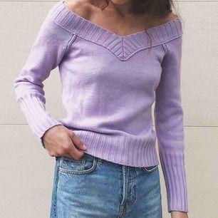 Superfin stickad tröja i lila💜 Något noppigt tyg, frakt 65kr
