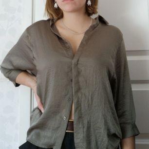 Grönaktig blus/skjorta från Koton, knappt använd i storlek 36.
