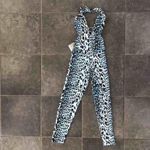 Bodysuit byxdress med lappar kvar  Passar någon som är xs-s någon som är smalare!  Helt ny frakt 50 kr