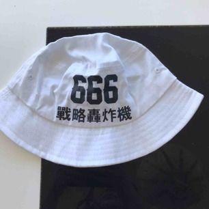 Söt bucket hat frakt 11 kr 🦋