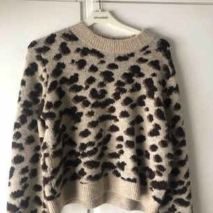 Leopard tröja, knappt använd