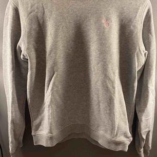 Grå sweatshirt från gant jätte bra kvalite