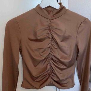 En väldigt fin tröja men som tyvärr är lite för liten för mig! Bra skick och använd 1-2 gånger (frakt 95 kr)