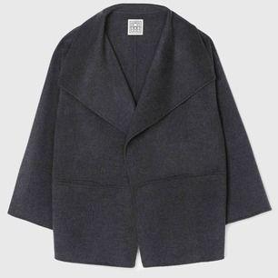 Söker Toteme Annecey Jacket i mörkgrå färg storlek XXS. Skicka PM!