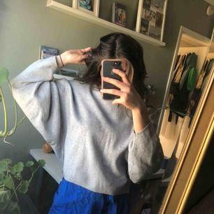 Grå stickad tröja från Carin Wester, frakt 52kr