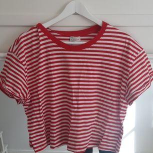 Tre tröjor från hm. Alla är i bra skick. Första är L, andra XS och tredje S. De kostar 30 kr styck eller alla för 80 kr. Köparen står för frakten.