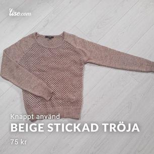 Fin och bekväm beige stickad tröja som knappt använts. Nypris ligger på 600 kr. Står Strl S i den men den passar även XS och M (34,36,38). Fin på både barn och äldre.  #beige #stickad #stickat #tröja #lindex