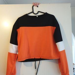 Snygg tröja ifrån JFR med snöre nertill