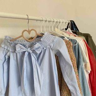 Köparen står för frakt frakten, kan mötas upp i Borås🌸 •Väldigt gullig blus! •Perfekt nu till vår och sommar!!• Sällan använd!!💕 Kontakta mig för fler bilder!!
