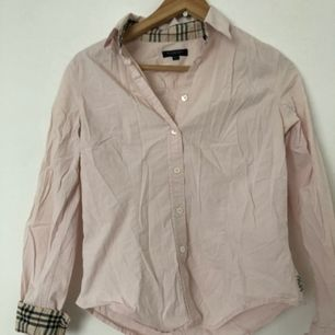 Knappt använd skjorta burberry