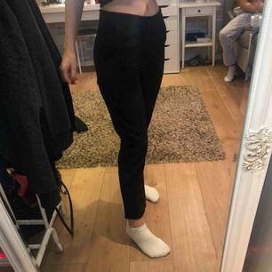 Kostymbyxor från Mirelle som är en liten butik i norrköping. Sitter väldigt snyggt och skönt på! Finns i fler färger (sista bilden). Vid fler frågor är det bara att lägga en kommentar eller skicka privat!💕