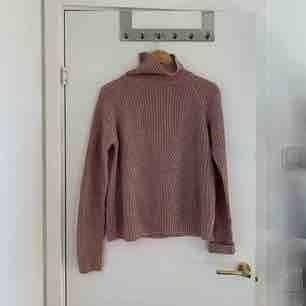 Skön och mjuk stickad tröja från Jacqueline de Yong i storlek S